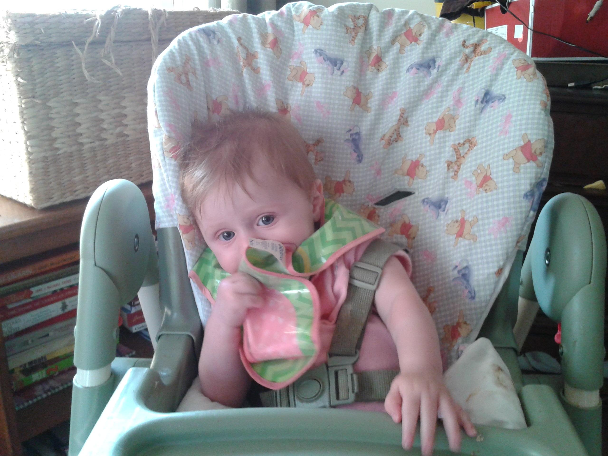 Lilli eating peaches